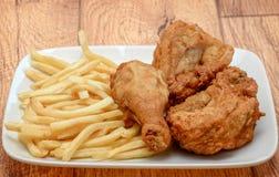 цыпленок зажарил fries Стоковое Фото