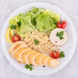 Цыпленок и овощи стоковое изображение rf