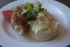Цыпленок Киев с пюрем петрушки и картошки Стоковое фото RF