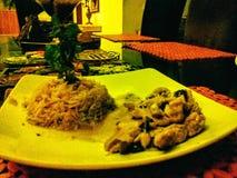 Цыпленок меда дома на дереве Стоковая Фотография