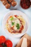 Цыпленок пармезана с макаронными изделиями спагетти Стоковое Фото