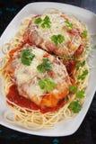 Цыпленок пармезана с макаронными изделиями спагетти Стоковая Фотография RF