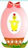 Цыпленок пасхи на пасхальном яйце Стоковое фото RF