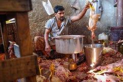Цыпленок работника кипя Стоковое фото RF