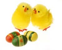 Цыпленок 2 пасха связывая Стоковое Фото