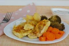 Цыпленок с морковью, brocoli и картошками Стоковое Изображение RF