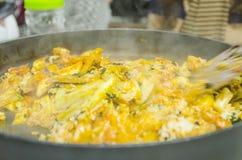 Цыпленок Topokki зажаренный с рисом Стоковые Изображения