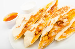 Цыпленок Tortilla с соусом Стоковое Изображение