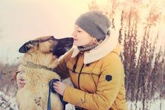 Чабан девушки и собаки Стоковое Фото