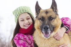 Чабан ребенка и собаки Стоковые Изображения RF