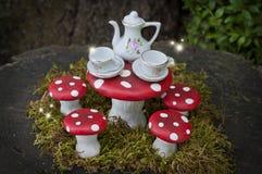 Чаепитие с феями в лесе Стоковое Фото