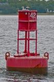 Чайка на красном Bouy стоковая фотография rf