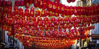 Чайна-таун, Лондон, Великобритания, 7-ое февраля 2019, масса китайских фонариков стоковое изображение rf