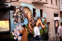 Чайна-таун, Сан-Франциско, Калифорния, США Настенная роспись дракона тигра Стоковое Изображение