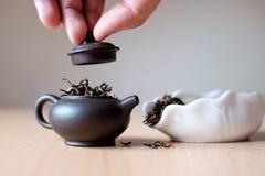 Чайник и коробка чая Стоковое Изображение RF