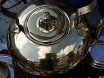 Чайник на блошинном Стоковые Фото
