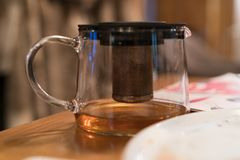 Чайник на конце-вверх таблицы стоковое фото