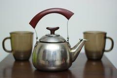 Чайник с кружками Стоковые Фото