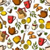 Чай выпивает безшовную картину с чашками и листьями бесплатная иллюстрация