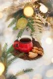 Чай в красном круге в ` s Eve Нового Года Поводы ` s Нового Года Стоковая Фотография RF