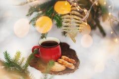 Чай в красном круге в ` s Eve Нового Года Поводы ` s Нового Года Стоковое Изображение