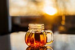 Чай в кружке тыквы стоковое фото rf