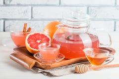 Чай грейпфрута травяной с имбирем и медом Стоковое фото RF