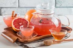 Чай грейпфрута травяной с имбирем и медом Стоковое Изображение