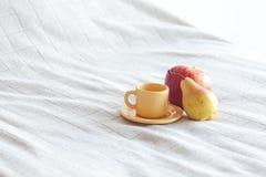 чай груши чашки яблока Стоковые Фотографии RF