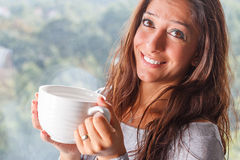 Чай женщины выпивая Стоковое Фото
