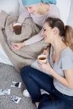 Чай женщины Карциномы выпивая Стоковое Изображение RF