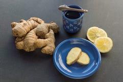 Чай имбиря, свежий корень имбиря, лимон Стоковая Фотография RF