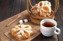 Чай и плюшки с вареньем Стоковые Фото