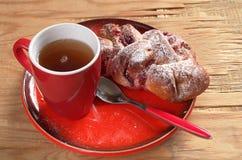 Чай и плюшки с вареньем Стоковая Фотография