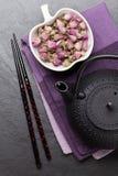Чай и чайник азиата розовые Стоковые Изображения
