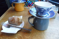 Чай и cronut в Лондоне Стоковое Изображение RF
