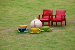 чай керамического сада стулов установленный Стоковые Изображения RF