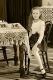 Чай маленькой девочки выпивая Стоковая Фотография