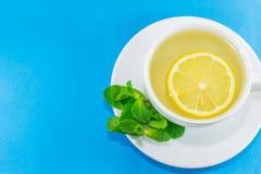 чай мяты лимона чашки Стоковые Изображения