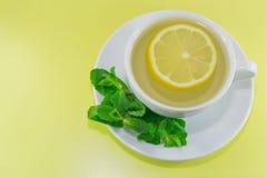 чай мяты лимона чашки Стоковое Изображение RF