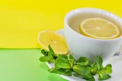 чай мяты лимона чашки Стоковое фото RF
