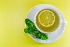 чай мяты лимона чашки Стоковые Изображения RF