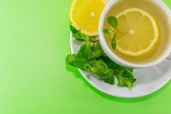 чай мяты лимона чашки Стоковое Фото