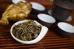 Чай на деревянном столе Стоковое фото RF