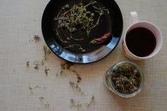 Чай на кухонном столе Стоковое Изображение