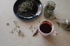 Чай на кухонном столе Стоковая Фотография