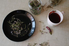 Чай на кухонном столе Стоковые Изображения RF