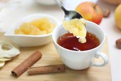Чай осени с вареньем яблока стоковое фото rf