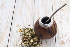 Чай ответной части Yerba в деревянном калебасе ответной части стоковое фото