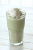чай питья зеленый Стоковые Фотографии RF